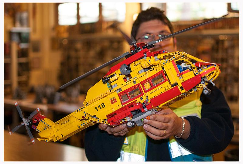 Elicottero A Due Eliche : Un elicottero fatto di lego misericordie